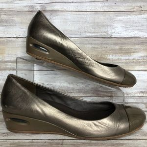 fe76585a4 Cole Haan Nike Air 8.5M Gold Leather Wedge Pumps.